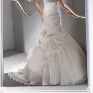 Роскошное свадебное платье со шлейфом (Франция)